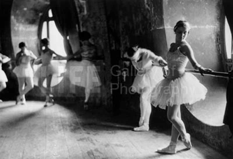 ballerinas_at_grand_opera